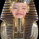 Crea un montaje con el faraón Tutankhamon