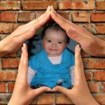 Crear fotomontaje en el  símbolo de una casa formado con 4 manos