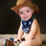 Fotomontaje gratis en el rostro de un niño vaquero
