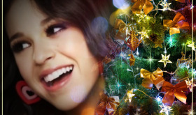 fotomontaje junto a árbol de navidad