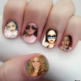 collage de fotos en uñas de la mano